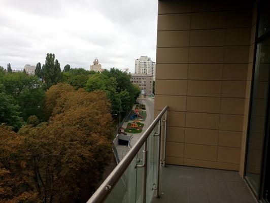 1-о кімнатна квартира №126, що розташована на 5-му поверсі, загальною площею 48,5 кв.м, житловою площею 18,7 кв.м, яка належить ПАТ «ДІАМАНТБАНК», за адресою: м. Київ, Проспект Перемоги 42; реєстраційний номер об'єкта нерухомого майна 758909380000, інв. №29644 та основні засоби у кількості 100 одиниць, що належать АТ «ВТБ БАНК»