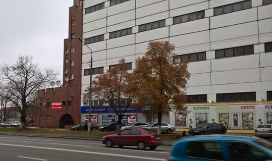 Нежилий будинок (літера А), загальною площею 10 806,50 кв.м., що належать ПАТ «ДІАМАНТБАНК», який розташований за адресою: м.Київ, вул. Скляренко Семена, буд. № 4. Реєстраційний номер: 52684280000. Інвентарний номер: 27283; Система пожежогасіння (Скляренка 4), що належать ПАТ «ДІАМАНТБАНК». Інвентарний номер: 31557; Основні засоби у кількості 2 448 одиниць, що належать ПАТ «КБ «ПРЕМІУМ». Гарантійний внесок сплачується шляхом внесення учасниками грошових коштів на поточний рахунок організатора відкритих торгів (аукціону) (оператора електронного майданчика) на електронному майданчику якого зареєструвався учасник та/або надання електронної банківської гарантії на користь банку.