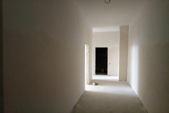 3-х кімнатна квартира розташована на 2 поверсі 20 поверхового будинку загальна площа 98,5 кв.м, житлова площа 58,2кв.м., що розташована за адресою: м. Київ, вул. Євгенія Харченка №47-Б, кв.№3