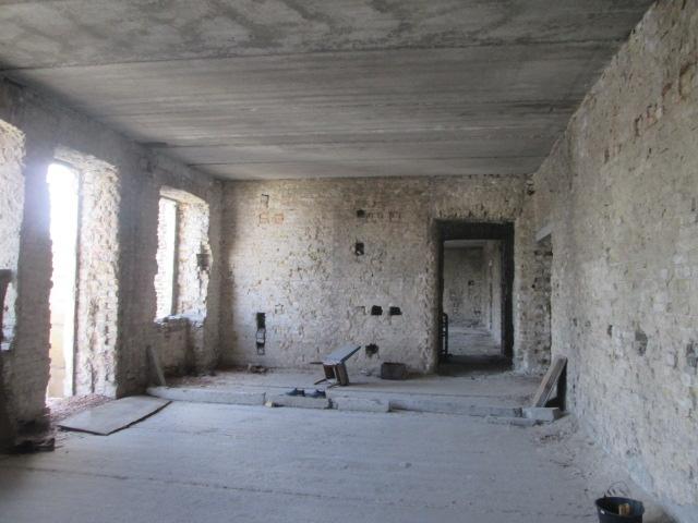 Нежилий будинок (літ. Б) загальною площею 1766,40 кв. м, що знаходиться за адресою: м.Київ, пл.Контрактова  буд.10
